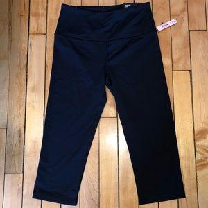 Victoria's Secret Sport black crop leggings in XS